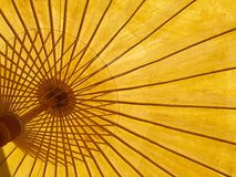 黄色伞 免版税库存照片