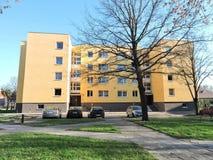 黄色住宅家,立陶宛 图库摄影