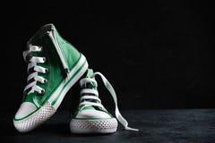绿色儿童鞋子 免版税库存图片