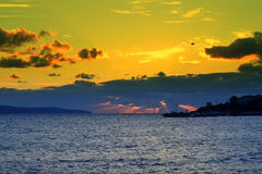 黑色克里米亚dag kara山海运日出视图 库存图片