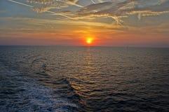 黑色克里米亚dag kara山海运日出视图 库存照片