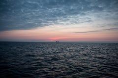 黑色克里米亚dag kara山海运日出视图 免版税库存图片