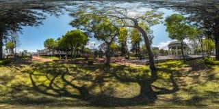绿色公园的球状全景 免版税库存图片