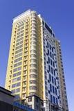 黄色公寓在市中心,哈尔滨,中国 库存照片