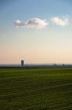 绿色农业领域晴朗的秋天天 免版税库存图片