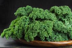绿色冬天superfood -无头甘蓝嫩卷心菜, 免版税库存图片
