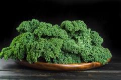 绿色冬天superfood -无头甘蓝嫩卷心菜, 库存照片