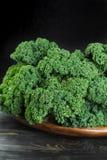 绿色冬天superfood -无头甘蓝嫩卷心菜, 图库摄影