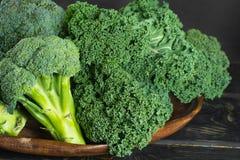 绿色冬天superfood -无头甘蓝嫩卷心菜 库存图片