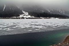 绿色冰湖 免版税库存图片
