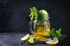 绿色冰茶 库存照片