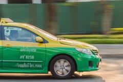 黄绿色出租汽车在曼谷 免版税图库摄影