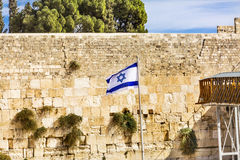 以色列古庙耶路撒冷以色列旗子西部`哀鸣的`墙壁  免版税图库摄影