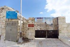 以色列耶路撒冷 - 2月15日 2017年 对老犹太公墓的入口 库存照片