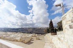 以色列耶路撒冷 - 2月15日 2017年 老镇的看法从橄榄山的顶端 墓地犹太老 库存图片