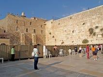 以色列耶路撒冷 疆土的一个女性一半哭墙的 免版税库存照片