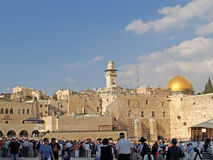 以色列耶路撒冷 香客和游人人群正方形的在哭墙前面 图库摄影