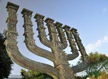 以色列议会的menora。 免版税图库摄影