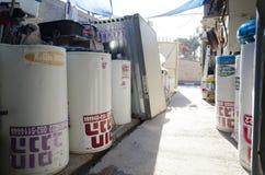 以色列,啤酒舍瓦-新的太阳水加热器在库存 库存图片