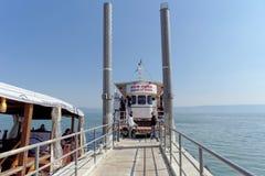 以色列 - 2月17日 2017年 在加利利海的岸的码头 库存照片