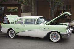 绿色别克特别两门轿车1955年 免版税库存图片