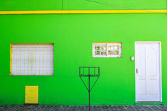 绿色前面家庭入口 免版税库存图片
