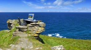 绿色办公室有海景 免版税库存照片