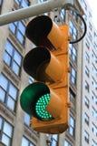绿色动臂信号机-纽约 免版税库存图片