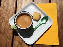 绿色匙子和浓咖啡 库存照片