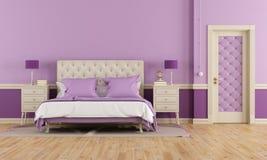 紫色卧室 免版税库存图片