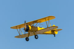 黄色双翼飞机 图库摄影
