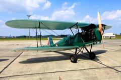 绿色双翼飞机 库存图片