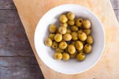 绿色发光的橄榄 免版税库存图片