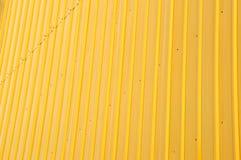 黄色发光的铁板材 免版税库存照片