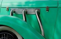 绿色古色古香的汽车 免版税库存图片