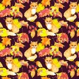 黄色叶子,莓果,狐狸动物 重复秋天样式 水彩 免版税图库摄影