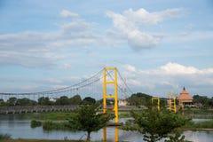 黄色吊桥 图库摄影