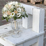 黄色和奶油玫瑰婚礼花束  免版税库存图片