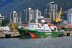 绿色和平埃斯波兰萨船 免版税库存照片