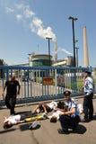 绿色和平阻拦词条对发电站在南以色列 库存图片