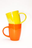 黄色和橙色茶杯 免版税库存图片