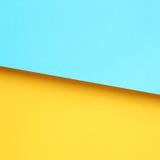 黄色和浅兰的纸 库存图片