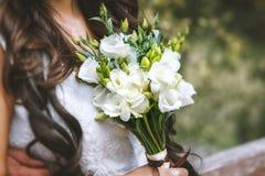 绿色和白色婚礼花束 图库摄影