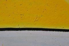 黄色和白色油漆 免版税库存照片