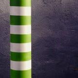 绿色和白色镶边杆 库存图片