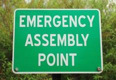 绿色和白色紧急集合点标志 图库摄影