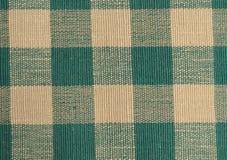 绿色和米黄方格的布料。 免版税库存图片