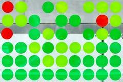 绿色和红色圈子的构成 免版税库存照片