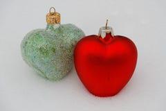绿色和红色心脏 免版税库存图片