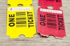 黄色和红色纸票 免版税图库摄影